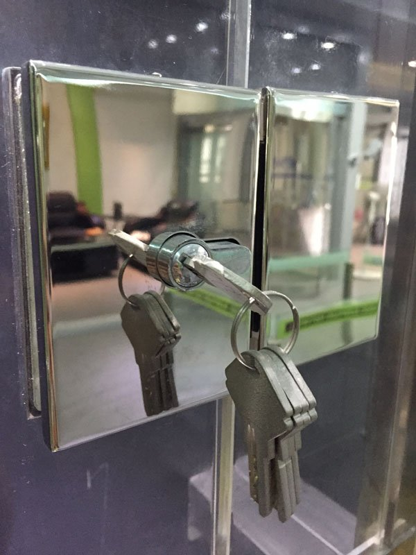 Custom China bathroom glass door lock stainless commercial glass door locks